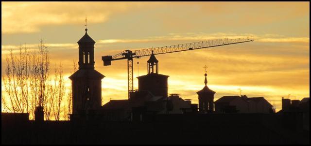 El amanecer dejaba bonitos colores en la ciudad (24-12-2012)