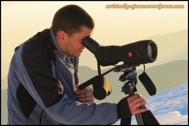 David mirando por el telescopio (4-6-2013)