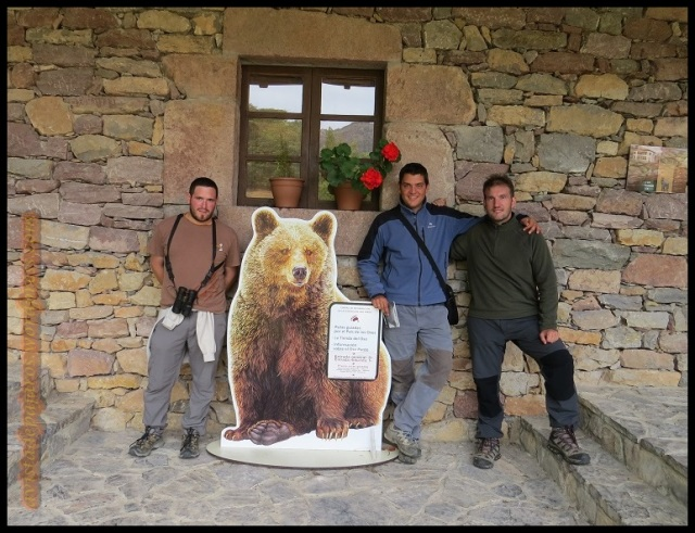 """En la puerta de la """"Casa del oso"""" (25-9-2013)"""