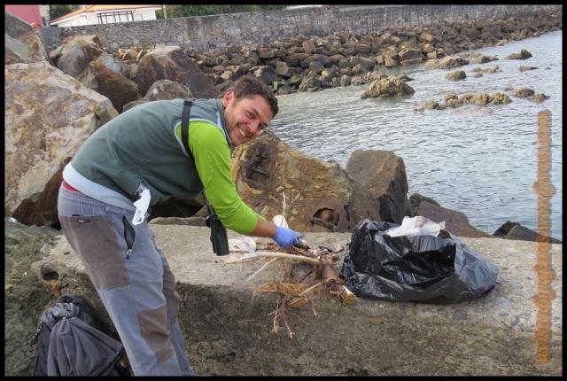 David cortando sardinas (13-10-2013)
