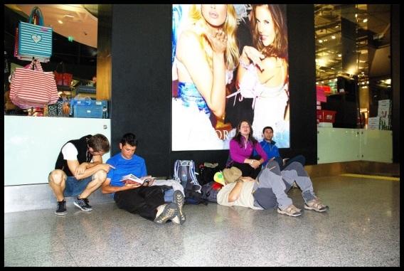 Esperando en el aeropuerto; Amaia Mina (11-10-2013)