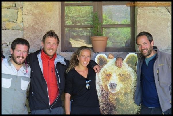 Con el oso, esta vez de cartón.... jejejej (16-8-2014)
