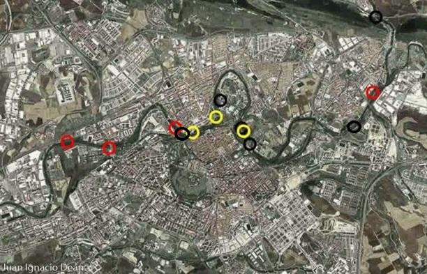 Mapa de Pamplona con observaciones de nutria (huellas en amarillo, excrementos en negro y avistamientos en rojo)