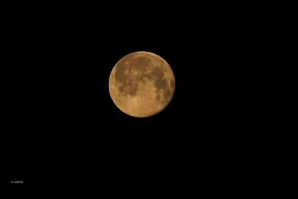 Preciosa luna que acompañaba nuestro inicio (23-4-2016)